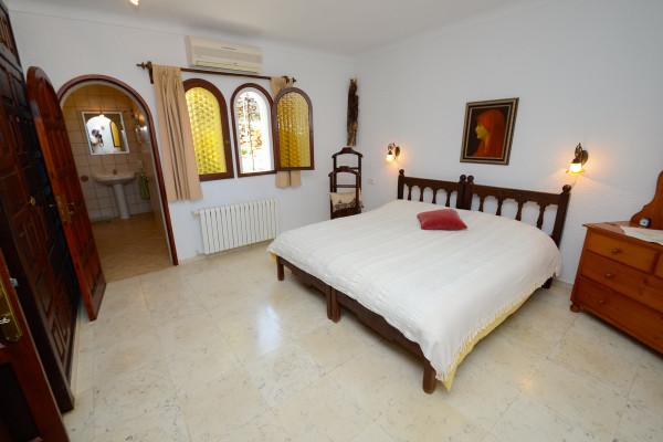 Schlafzimmer mit eigenem Bad und Klimaanlage