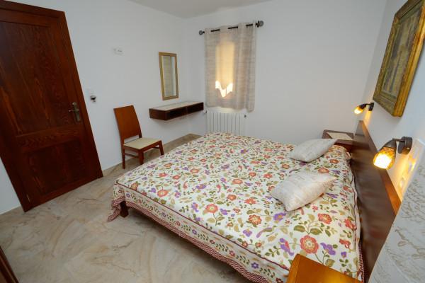 Schlafzimmer mit Fernseher im Ferienhaus Cala Ratjada